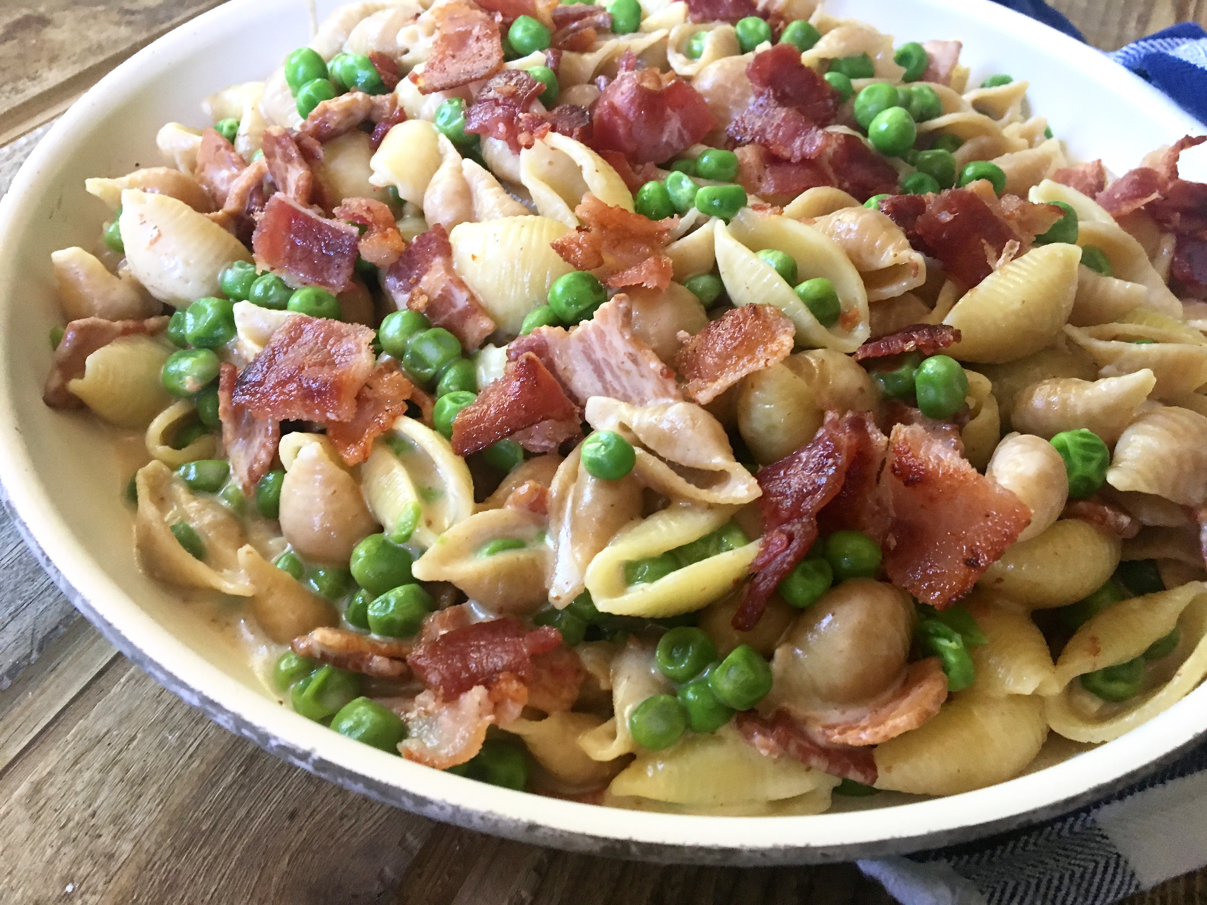One Pot Alfredo Pasta with Bacon and Peas